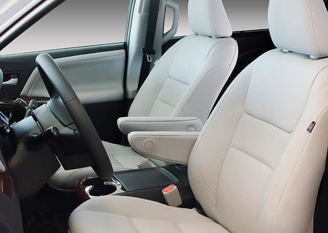 seats in the toyota highlander